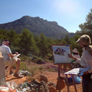 Group of painters in front of Mount Sainte Victoire during our art classes in Provence and art retreat in France