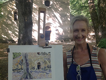Woman in front of her painting during our art retreats in France
